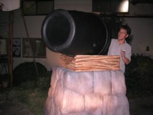 テレビ番組用。 大砲。 中にバレーボール発射機が組み込まれている。 発泡