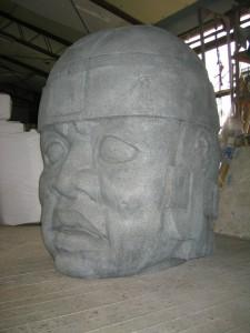 博物館用。 マヤ文明のオルメカ巨頭象A。 高さ1m30cm。 発泡、FRP