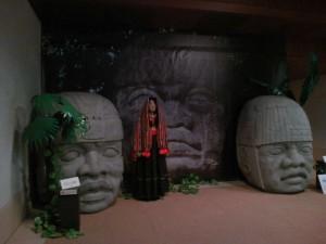 博物館にて。 オルメカ巨頭像2体。