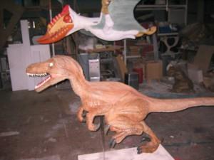 翼竜と恐竜。 横。